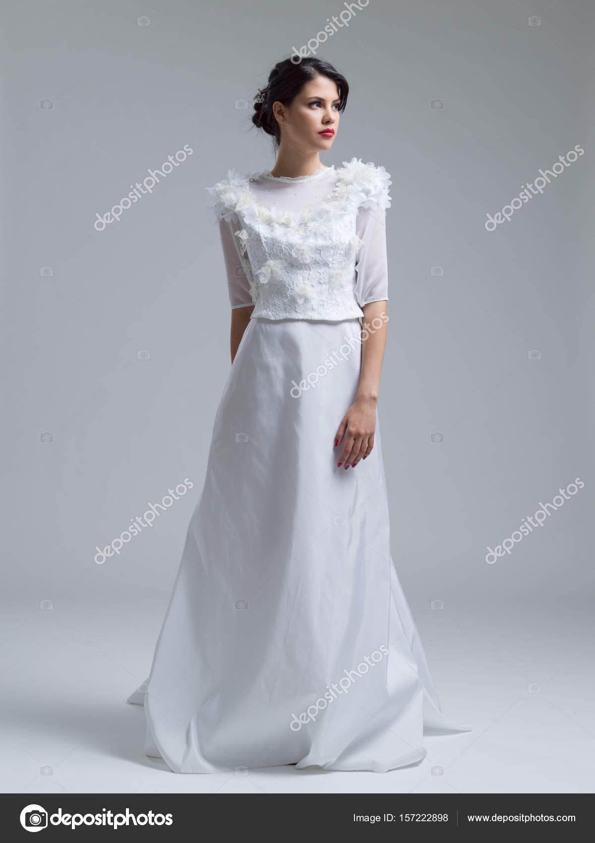 Portrat Der Schonen Jungen Frau Im Hochzeitskleid Stockfoto