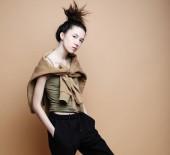 életmód és a divat fogalmát: gyönyörű nő visel alkalmi ruhák
