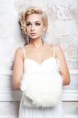 Fotografie Portrét krásné blonde nevěsta ve svatebních šatech