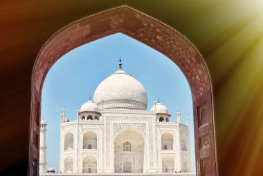 famous historical monument in Agra