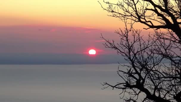 Gyönyörű téli naplemente a Balaton Magyarország felett