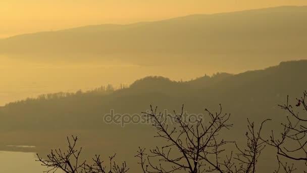 Egy szép téli napon a a Balaton Magyarország naplemente táj