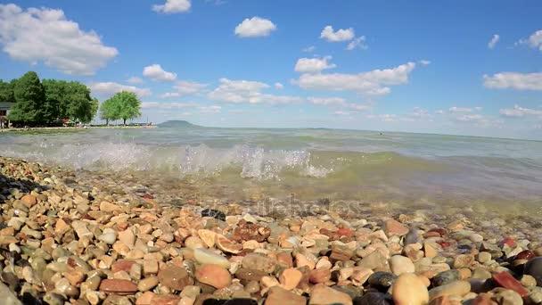 Közelkép a hullámok a Balatonon, Balatongyörök község