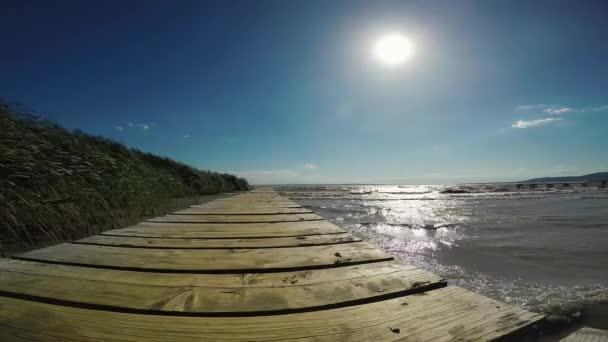 A Balaton Magyarország egy szeles nap, Szigliget strand