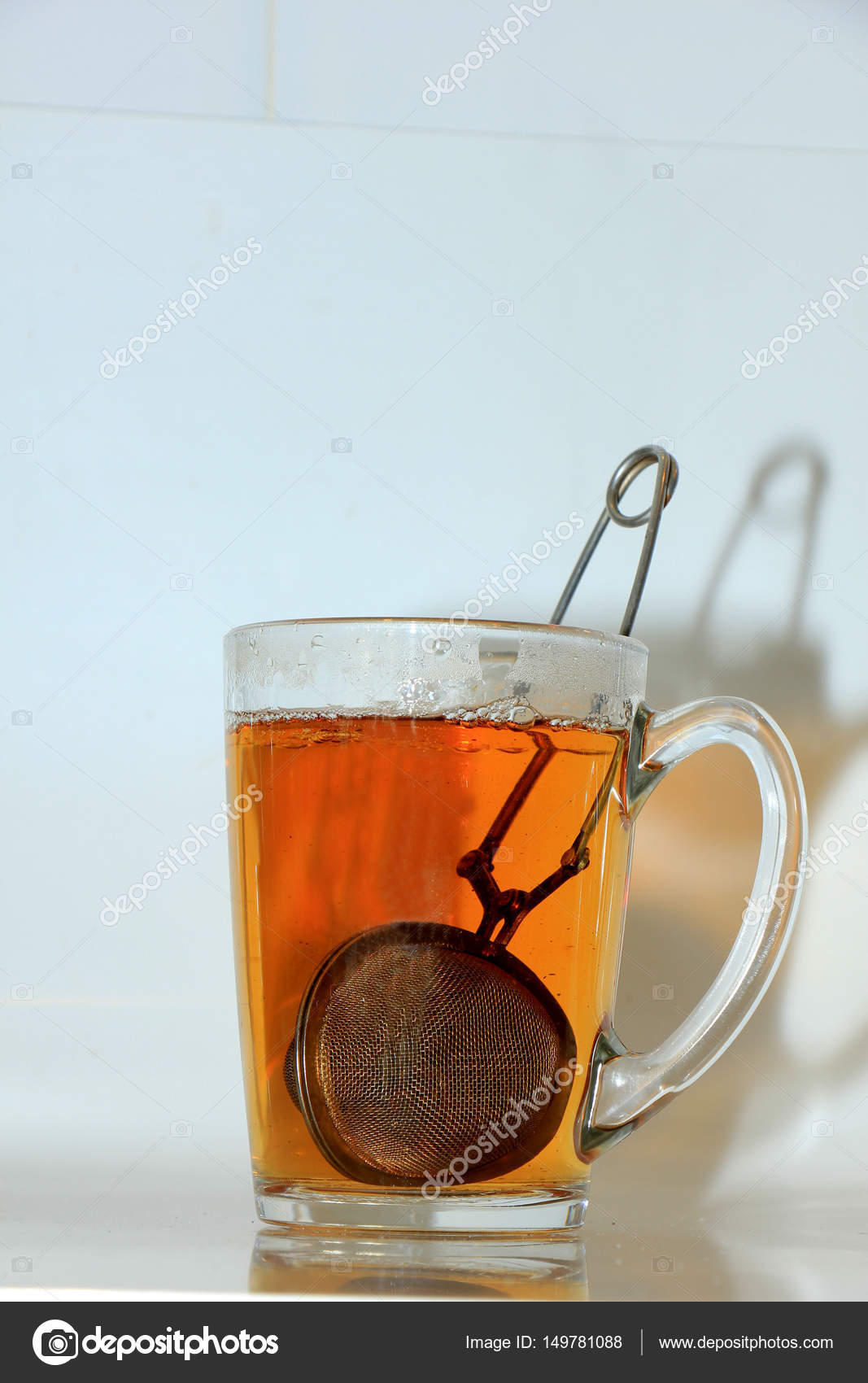 Making tea with infuser — Stock Photo