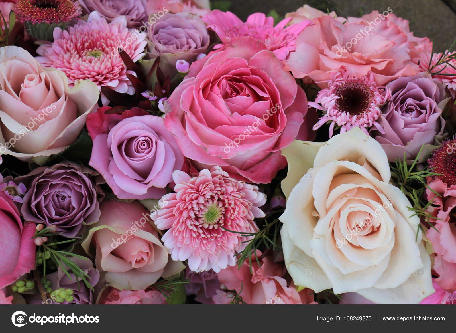 Mixed pink wedding flowers — Stock Photo © portosabbia #168249870