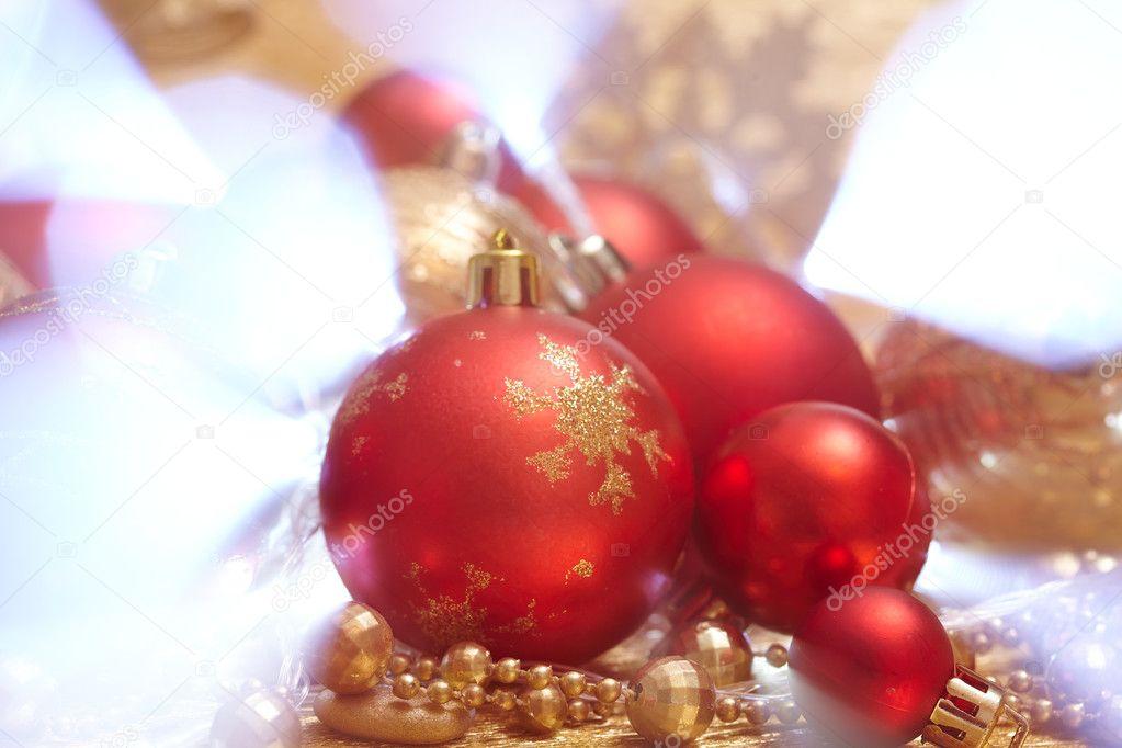 Kerstdecoraties Met Rood : Gouden en rood kerstdecoratie u2014 stockfoto © strelok #128254822
