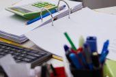 Fotografie kancelářské potřeby na stole