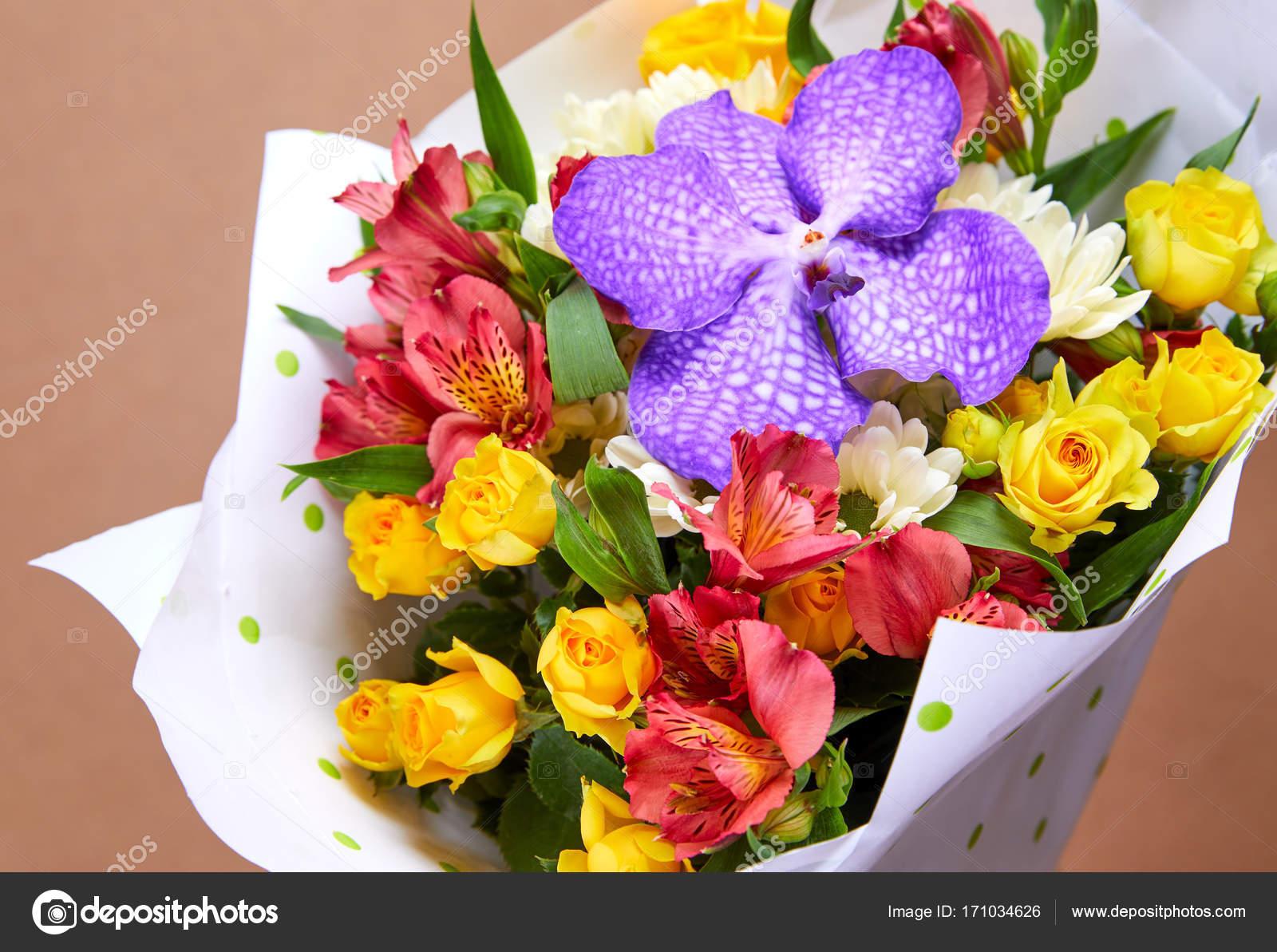 Nice Bright Flower Bouquet Close Stock Photo Strelok 171034626