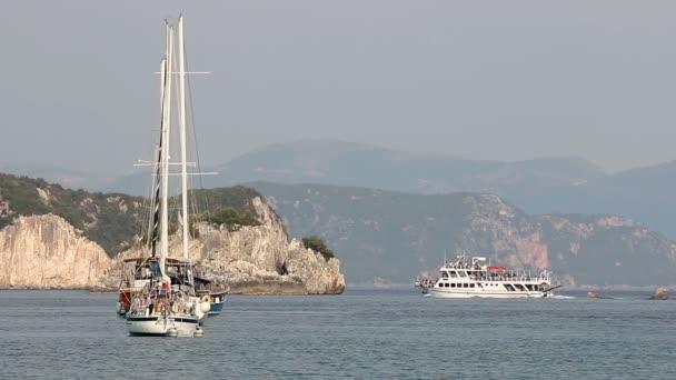 Jachty a lodě na moři Řecko Parga