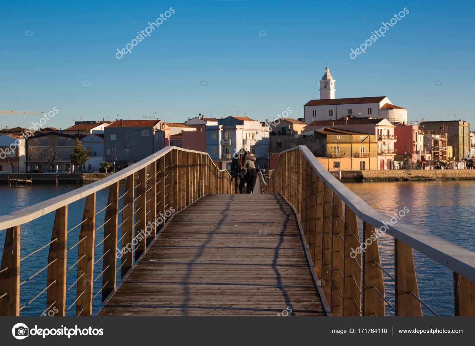 Italia lago di lesina foto stock for Piani di progettazione di ponti gratuiti