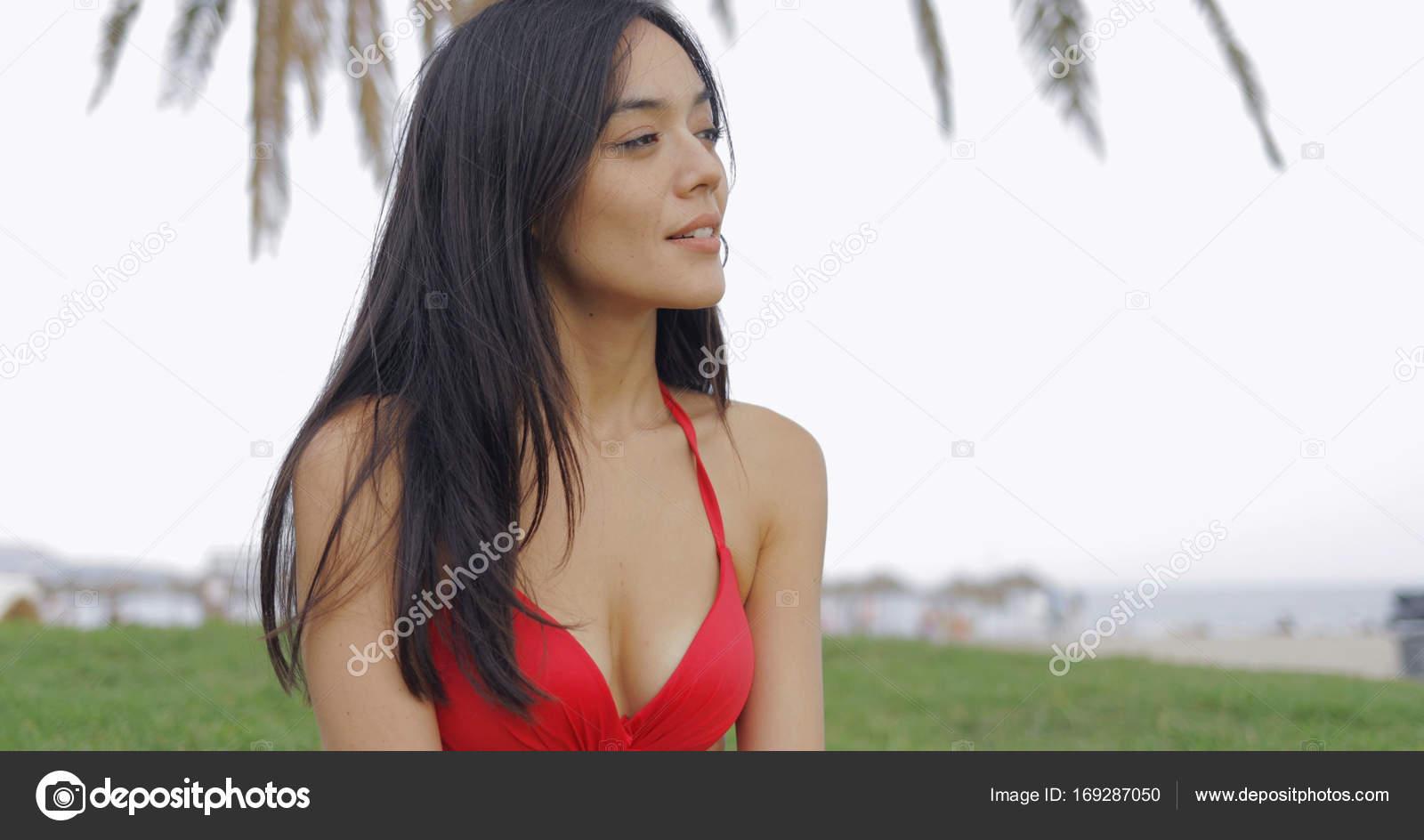 Sognare Costume Da Bagno Rosso : Sensuale ragazza in costume da bagno sulla spiaggia u foto stock