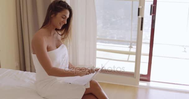 Girl in shower vid