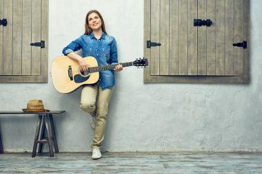 Portrait of smiling woman holging guitar