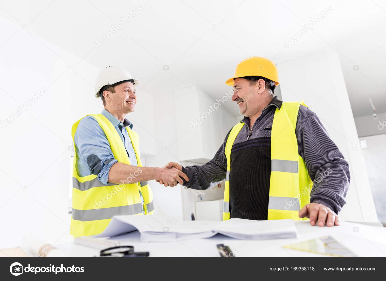 Apret n de manos de ingeniero arquitecto y la construcci n for Ingeniero arquitecto