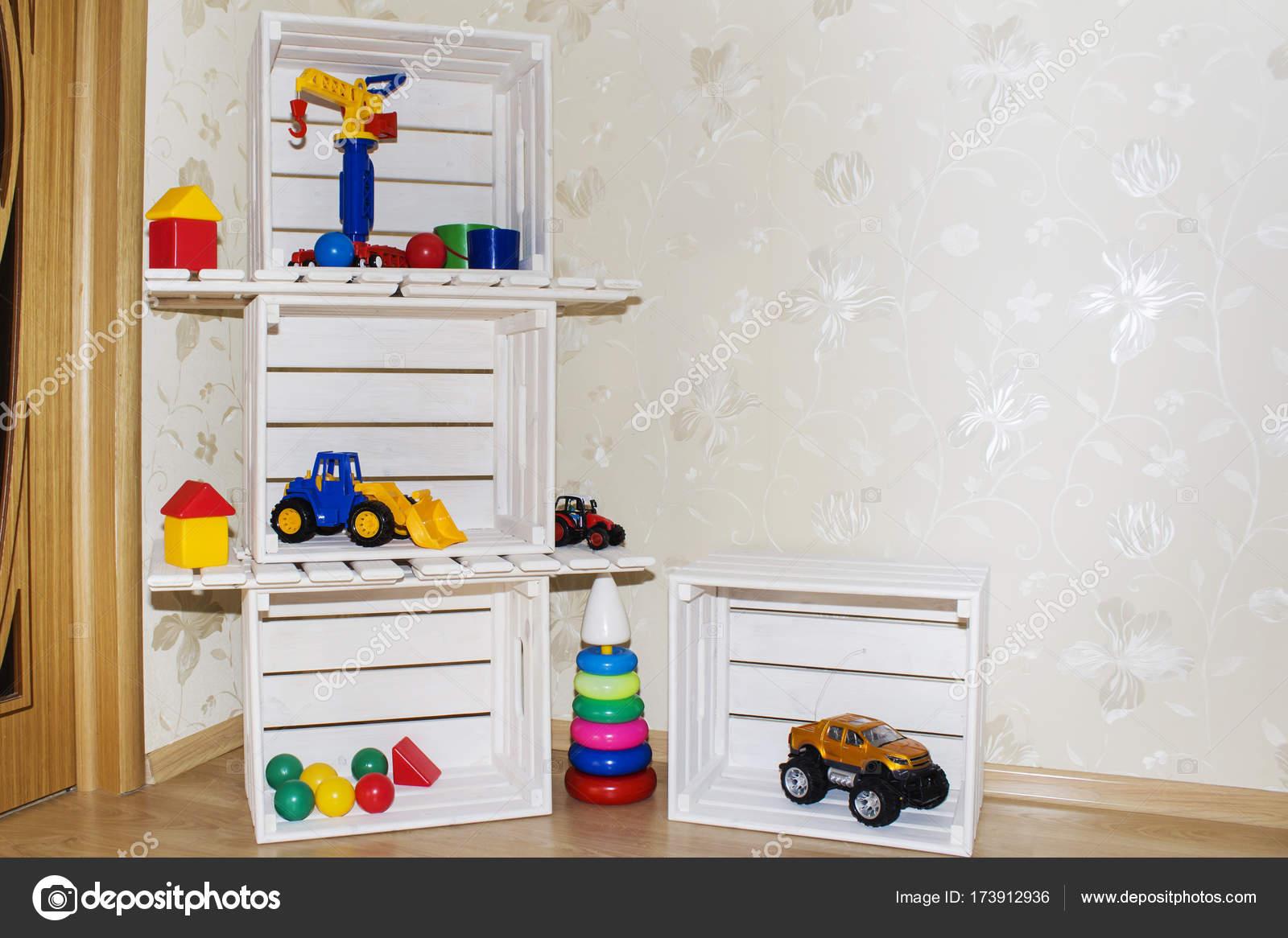 Estantes para juguetes free sala de nios fondos y cajones for Estantes para juguetes