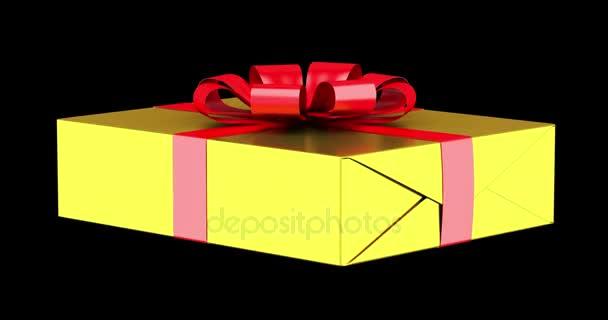 Dárková krabice s červenou stužkou a luk smyčky otočit na černém pozadí