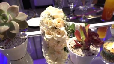 brides bouquet standing on the table