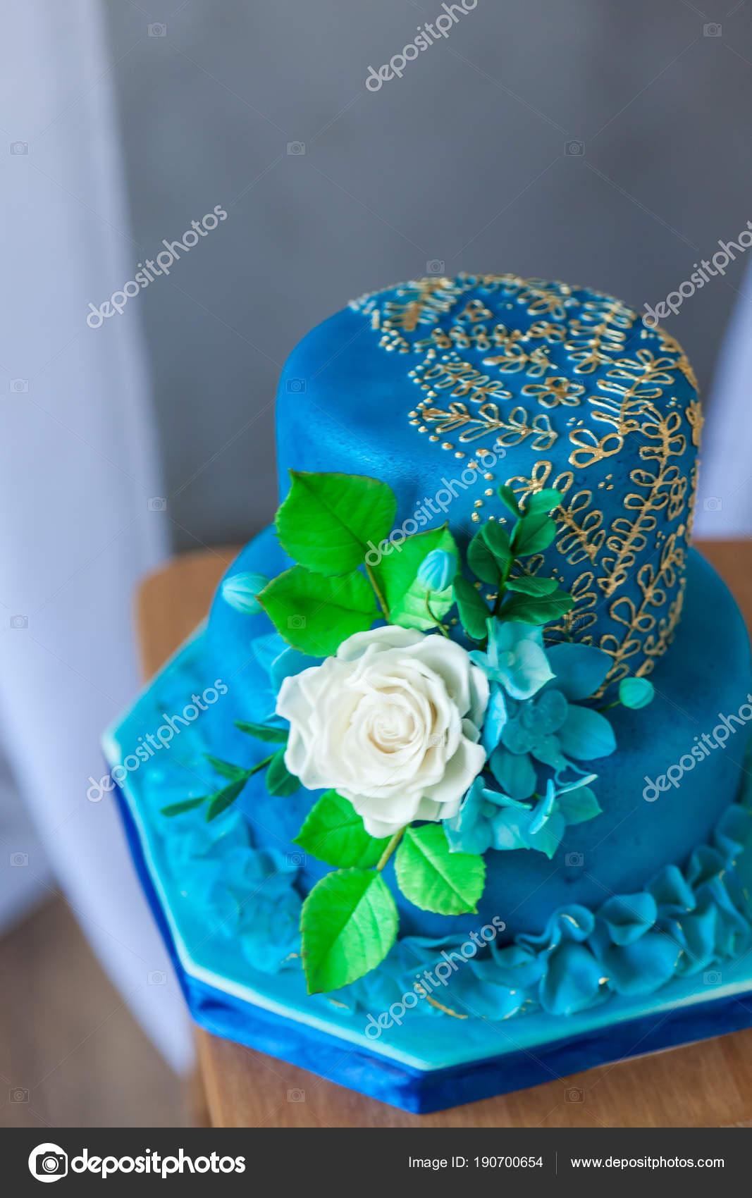 Blau Und Gold Geburtstags Oder Hochzeitstorte Stockfoto