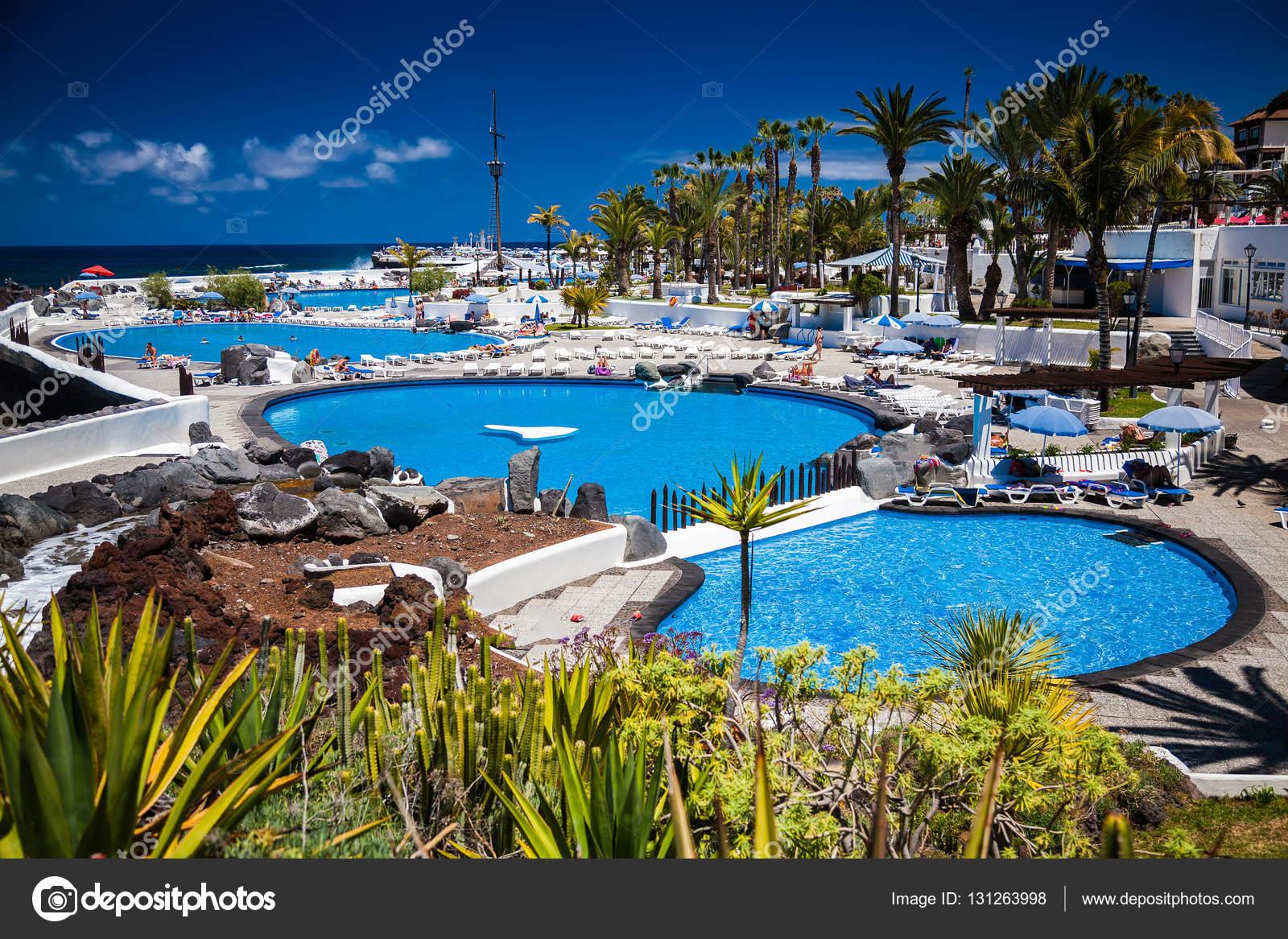 El complejo de piscinas lago marti nez foto de stock for Piscinas martianez