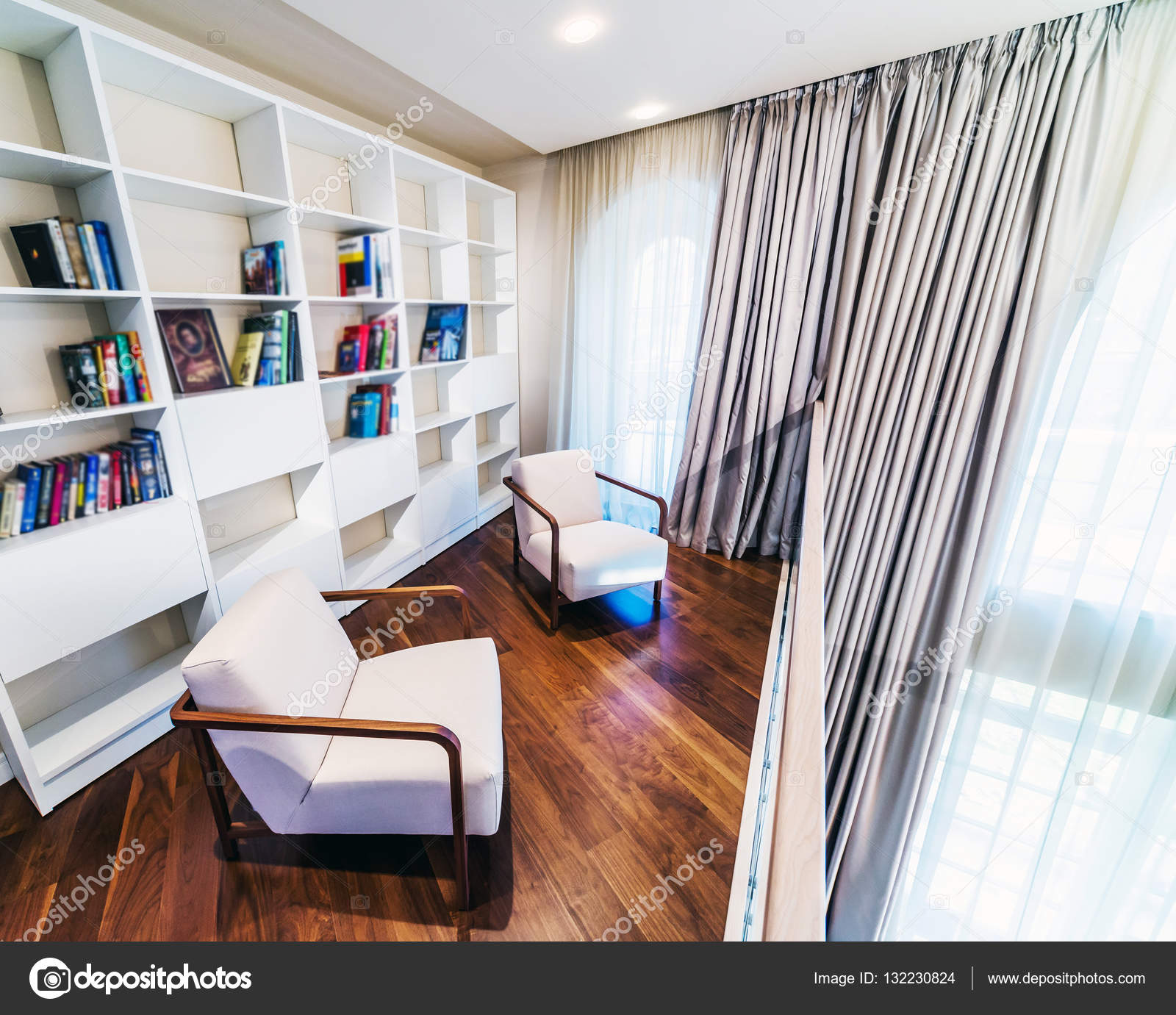 Intérieur de chambre lecture en couleur beige — Photographie ...