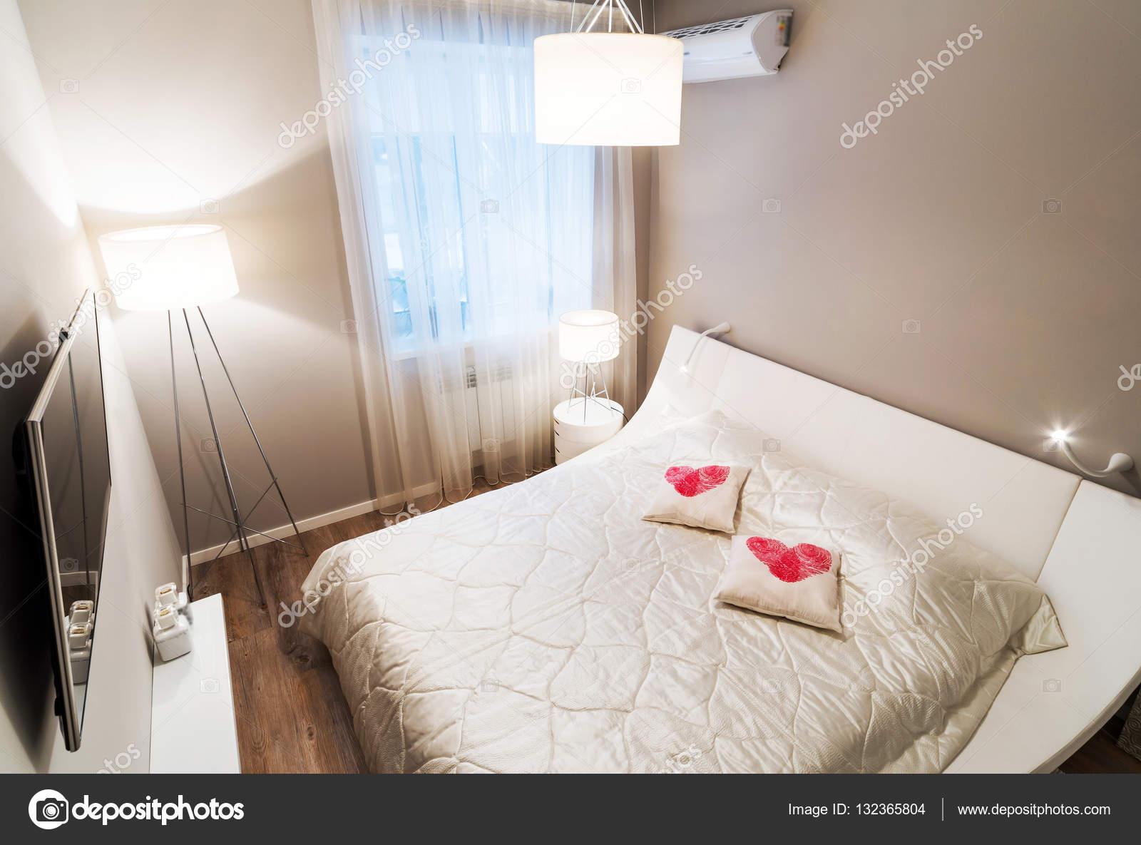 Slaapkamer interieur in beige kleuren — Stockfoto © baburkina #132365804