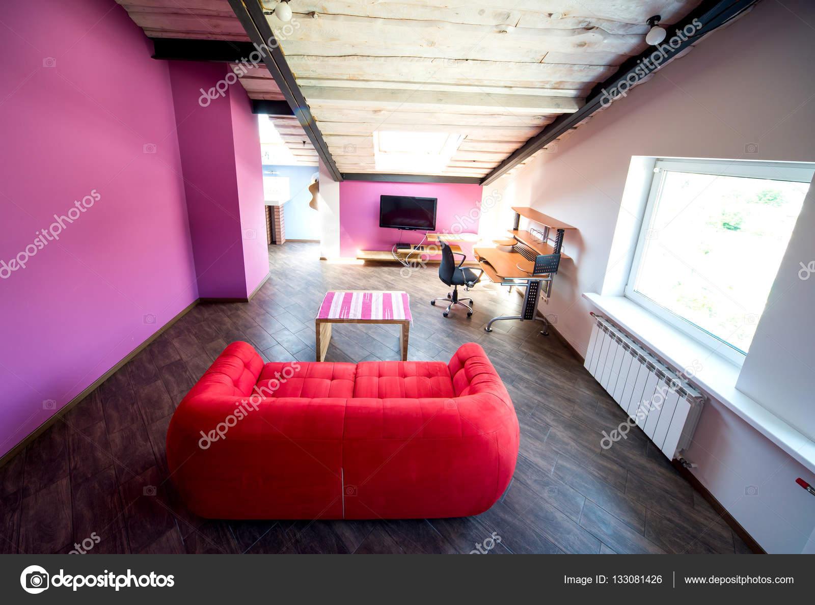 Kleines Wohnzimmer Interieur Und Loft Im Neuen Zuhause Mit Schrägen Dach U2014  Stockfoto