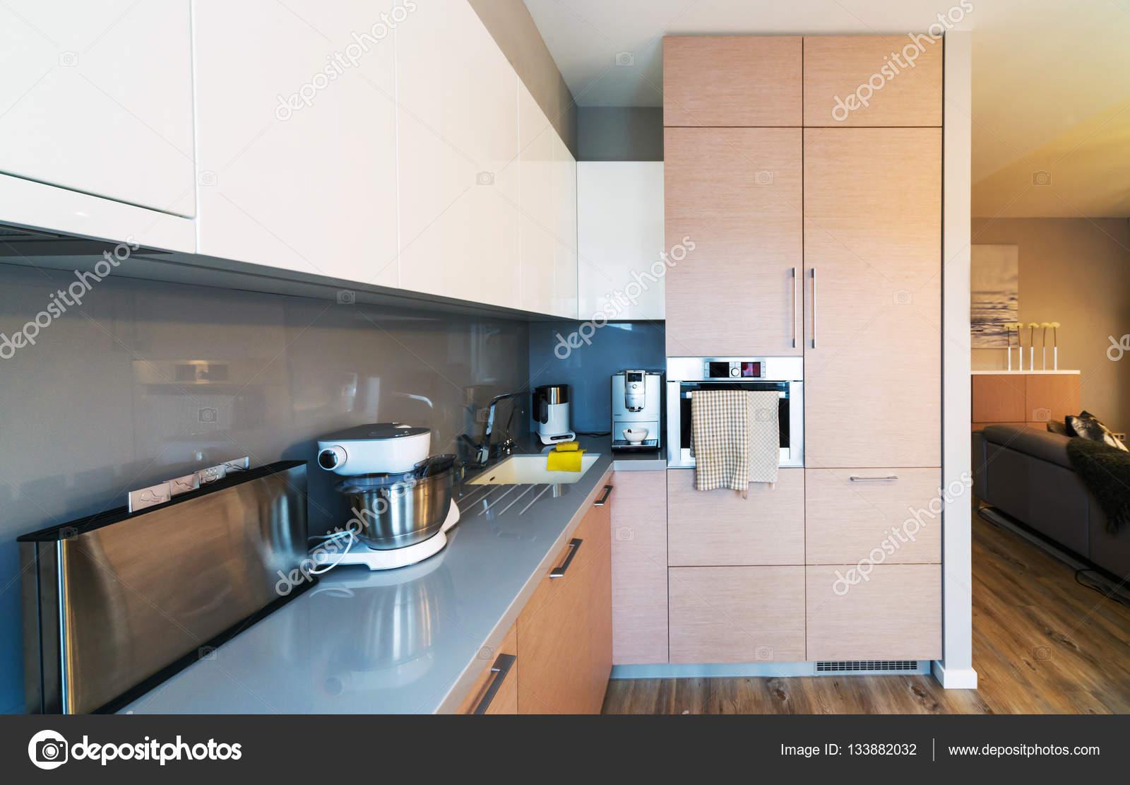 Neue moderne minimalistische küche interieur u stockfoto