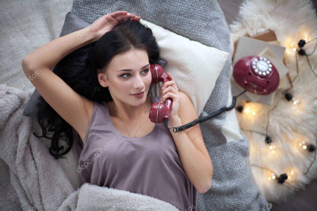лесбиянки общаются по телефону аудио