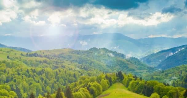 Krásné hory s dramatická obloha