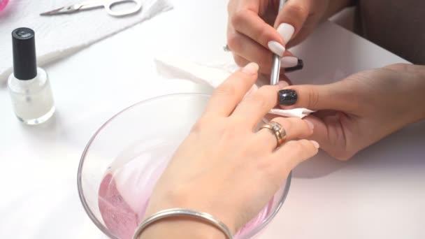 Manikůra umělec takže profesionální manikúru