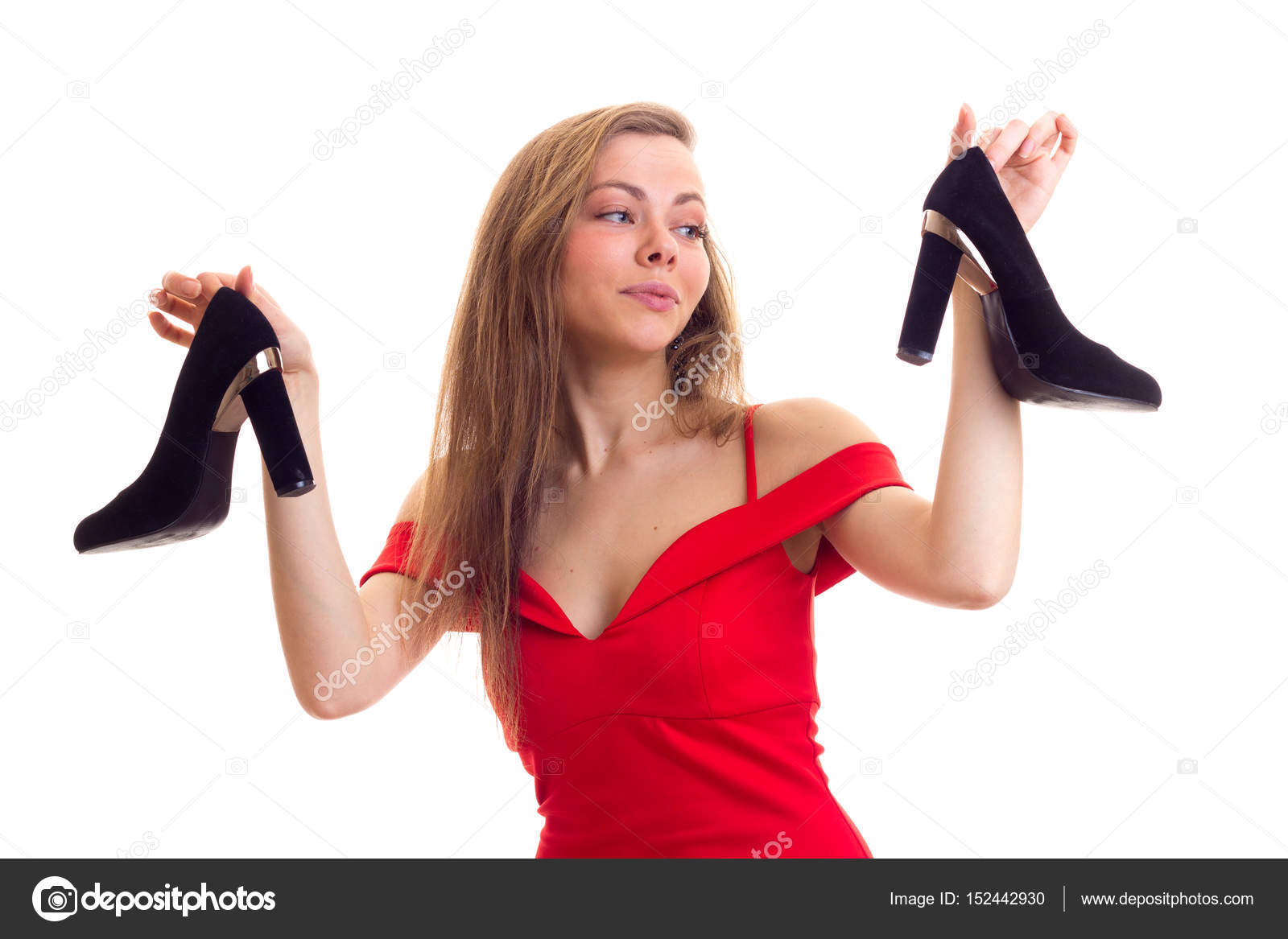 Junge Frau Im Roten Kleid Die Schuhe Halten Stockfoto Dmitroza