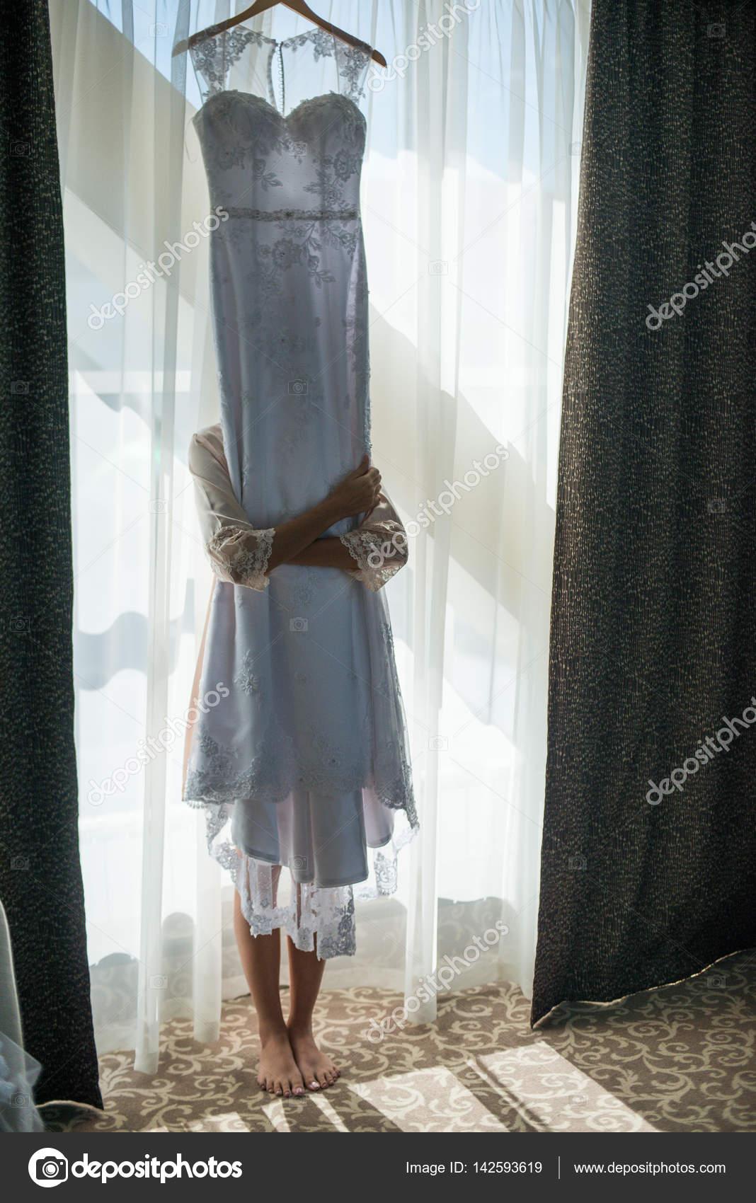 Vestido de novia en la sala blanca — Foto de stock © Alex.S. #142593619