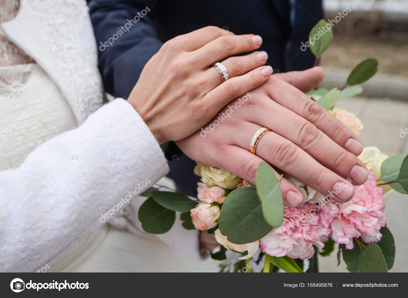 He Put the Wedding Ring on Her — Stock Photo © Alex.S. #165495876