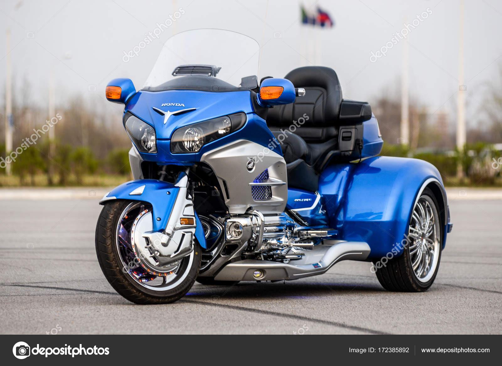 khabarovsk russia 3 maggio 2017 una moto a tre ruote. Black Bedroom Furniture Sets. Home Design Ideas