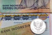 Vízum Indonésie v pase a indonéské rupie, closeup