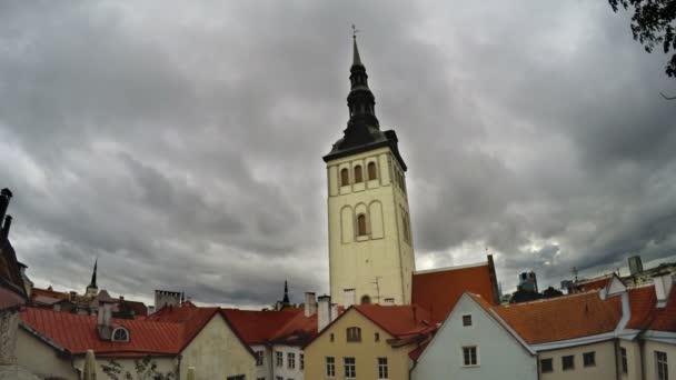 Ciytscape pohled na staré město a kostel svatého Mikuláše Niguliste Tallinn, Estonsko