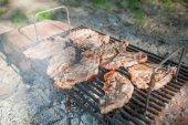 Výborné grilované maso na grilu