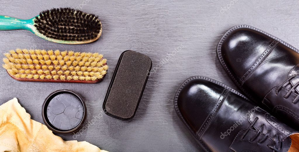 Men's shoes with care accessories