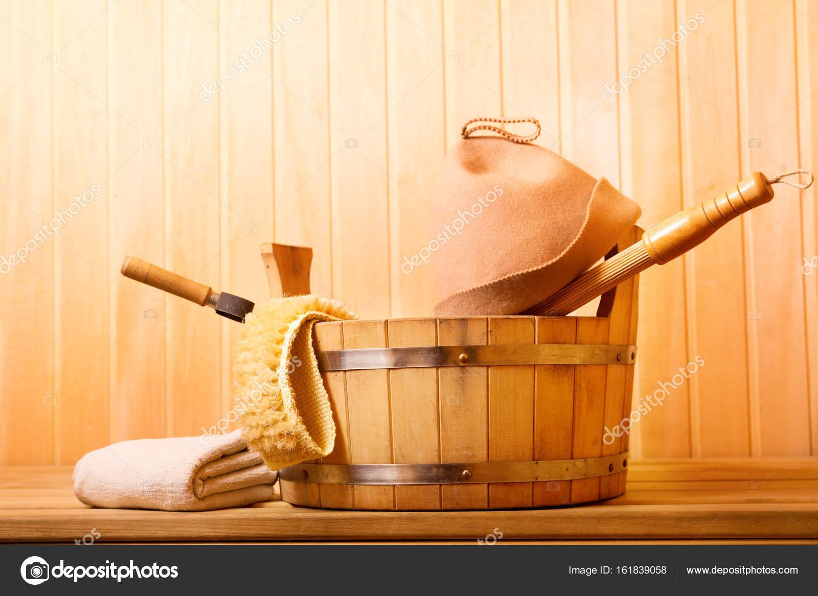 183b316a132 Sauna Accessoires in een houten sauna — Stockfoto © Nitrub #161839058