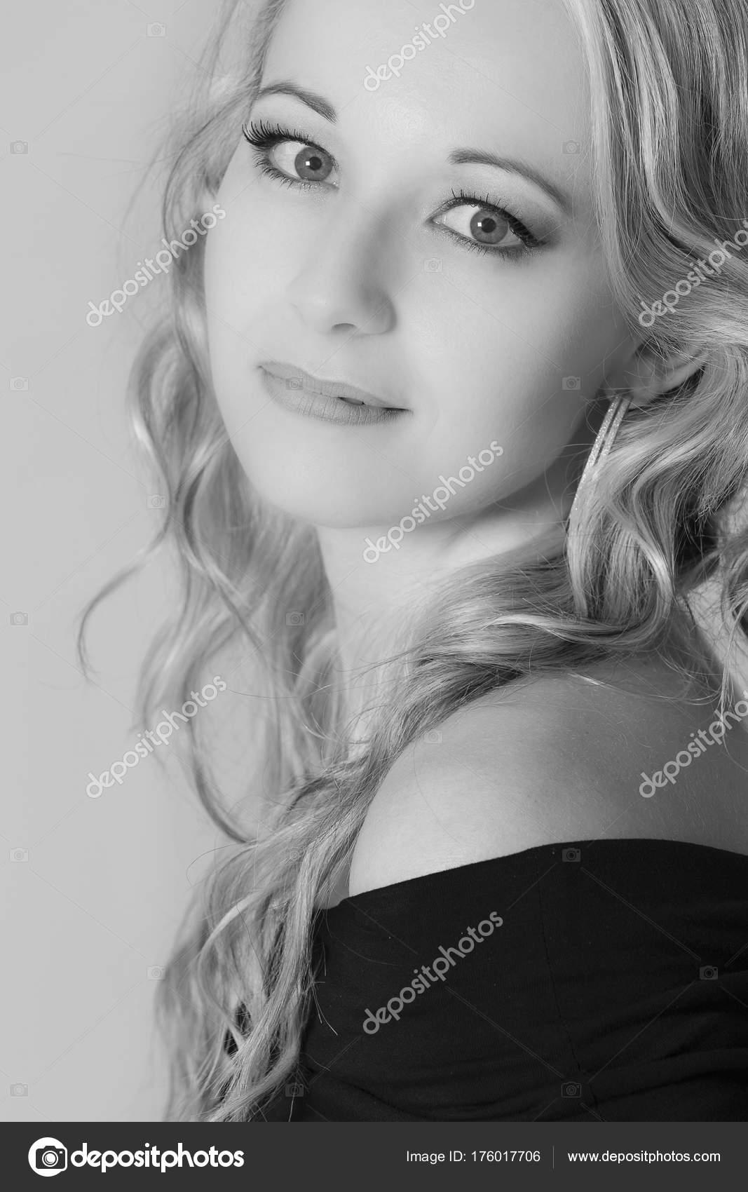 fotografii-kudryavih-zhenshin-blondinok