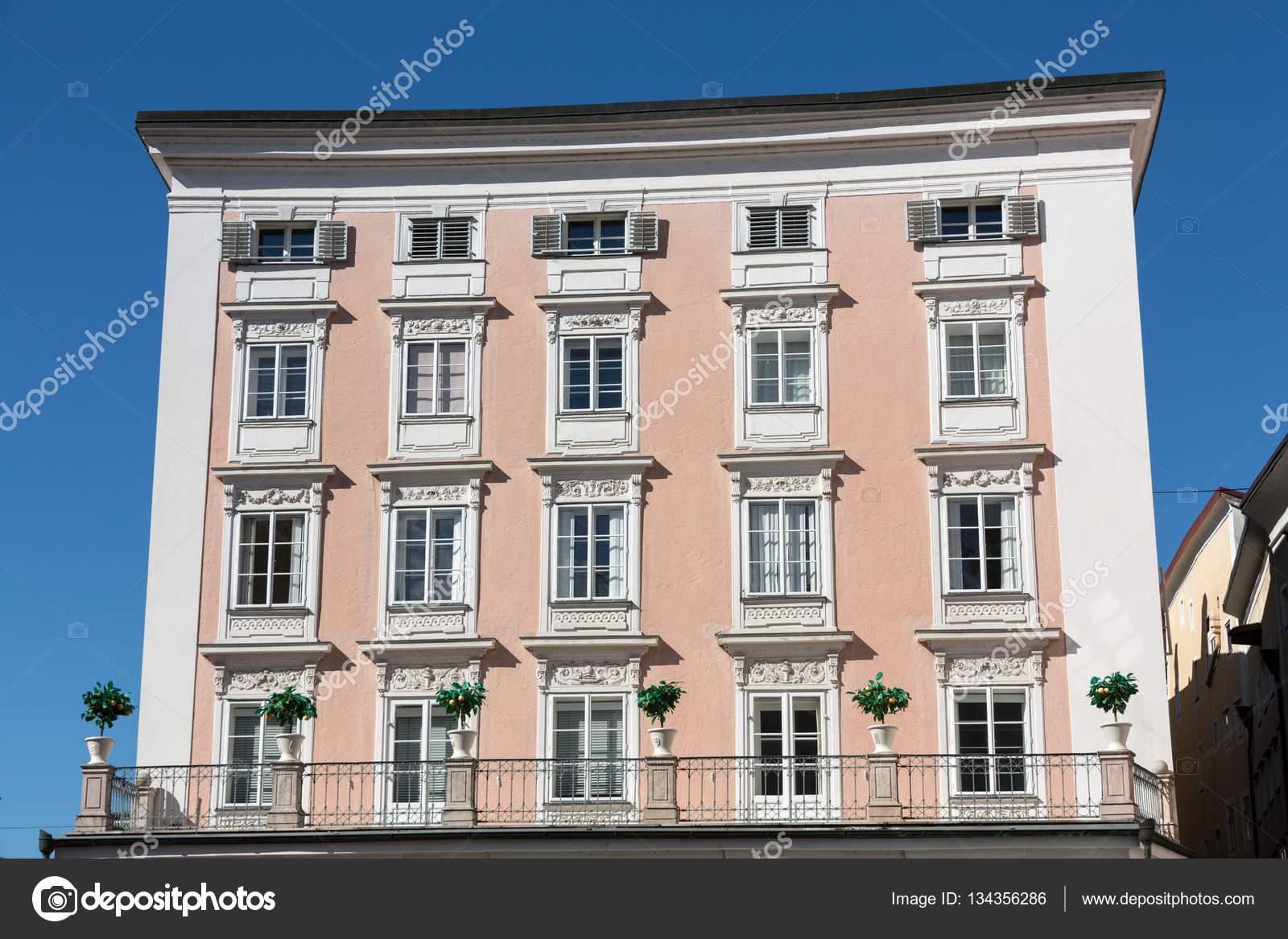 Fasada Budynku W Zabytkowym Centrum Salzburga Austria Zdjecie