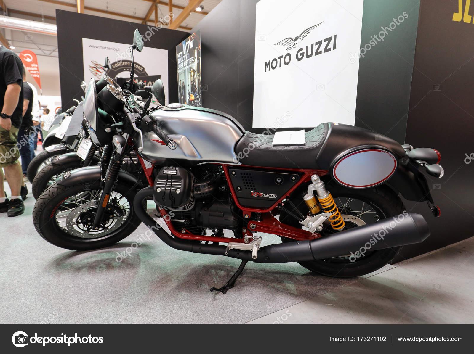 мотоциклов Moto Guzzi V7 Iii гонщик на мото шоу в кракове польша