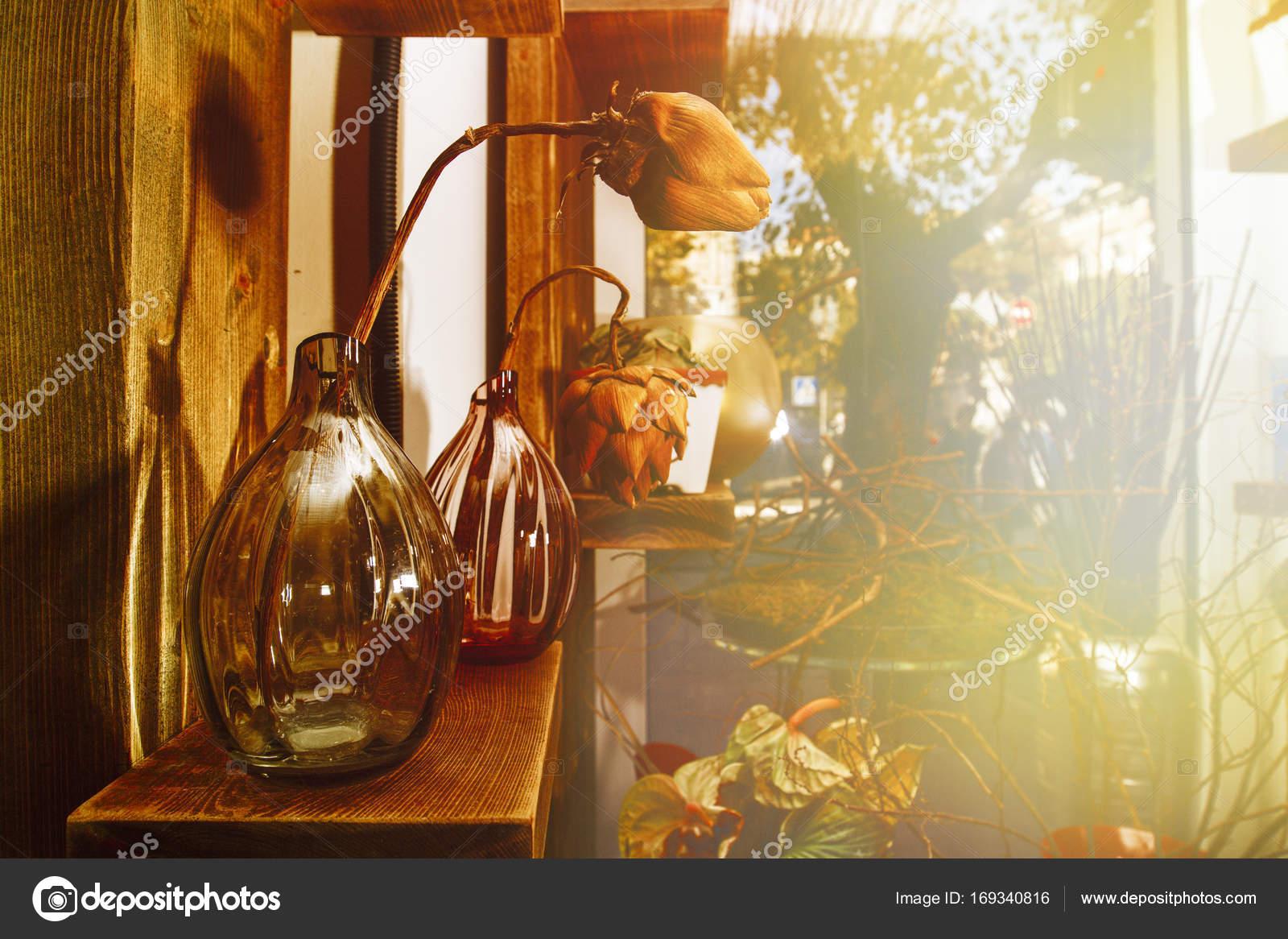 Jarrones Con Flores Secas En El Interior De Una Tienda De Flores - Jarrones-con-flores-secas
