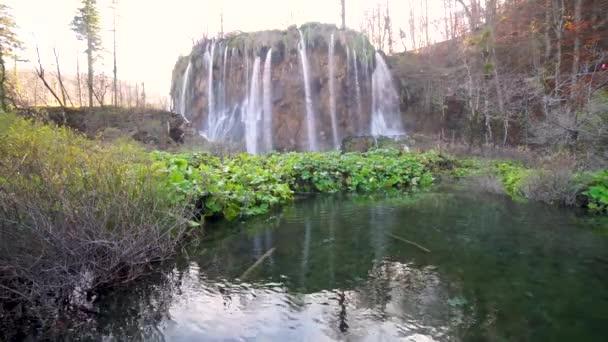 Scenérií malebných vodopádů Plitvická jezera