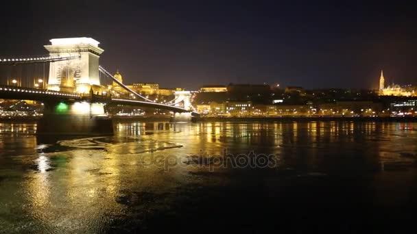 Jég áramlik a Duna