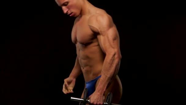 Bodybuilder-Training im Studio