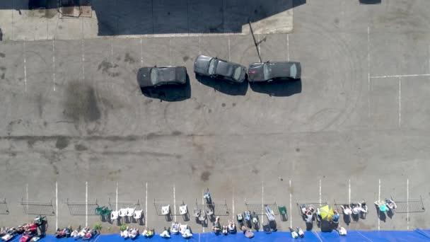 Letecký pohled na drifting auto, slow motion videa