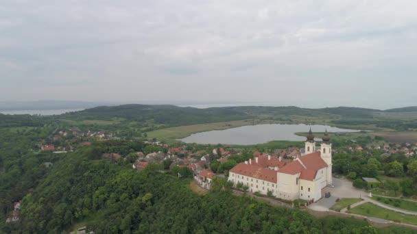 légi felvétel Tihanyról, Balaton Magyarország drónnal