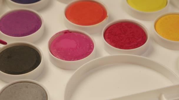 Acrylfarben mit frischer Farbe